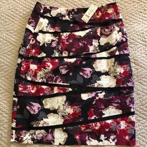 Pencil skirt, black with starlet print